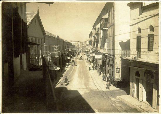 """רחוב בוסטרוס ההיסטורי (כיום רחוב רזיאל). צילום: האחים אליהו, אוסף ד""""ר דליה לוי אליהו"""