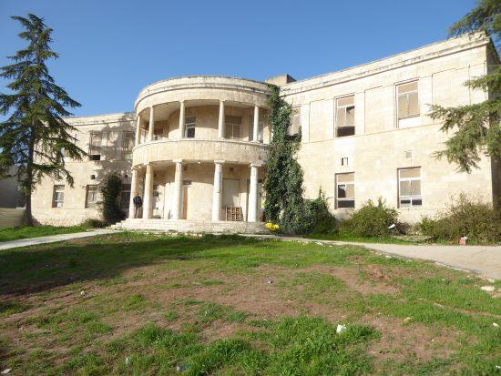המבנה המרכזי של בית ההבראה ארזה. צילום איציק שוויקי