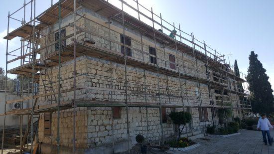 בית אוליפנט במהלך עבודות השימור. צילום: אמיר מזאריב