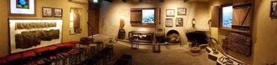 """חלל התצוגה """"תמונות גליליות"""" במרכז המבקרים בית זינאתי בפקיעין. צילום: ארנון חפץ"""