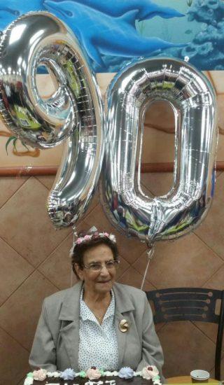 אסתר נצר חוגגת 90. צילום: עטרה לזרוביץ'